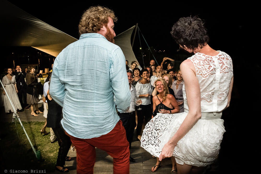 Gli sposi ballano al Matrimonio di Ameglia