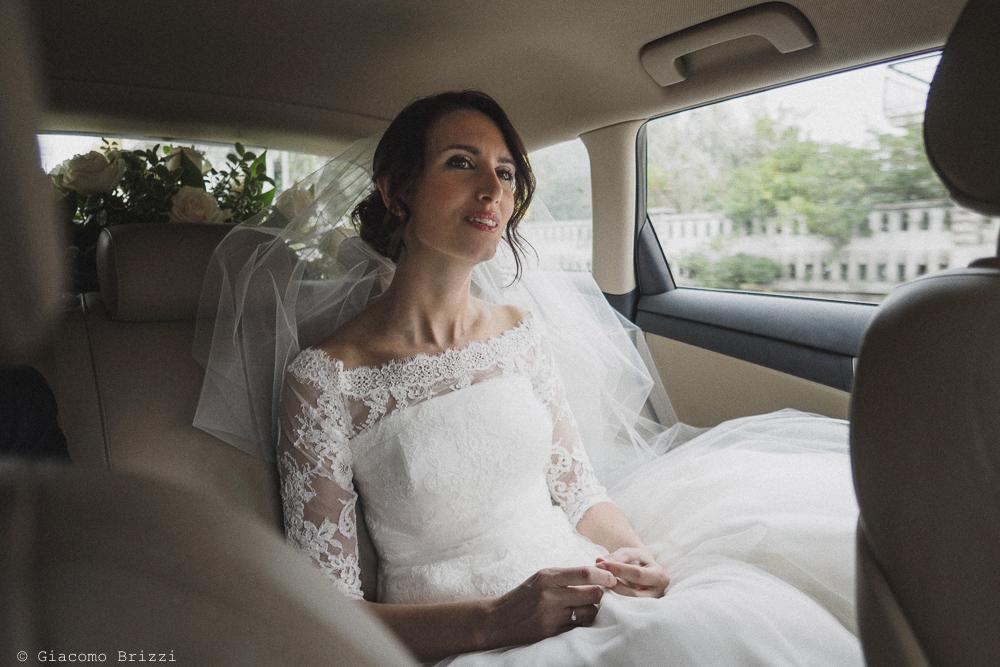 La sposa in auto verso la cerimonia, fotografo matrimonio ricevimento hotel europa, lerici