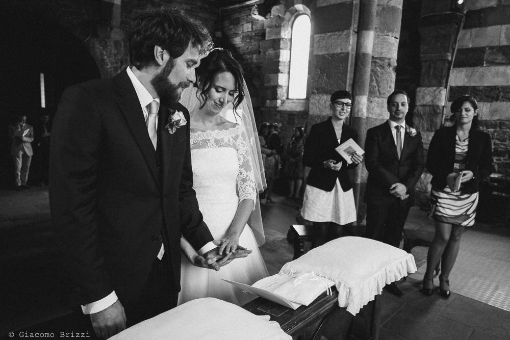 Gli sposi stringono le mani, fotografo matrimonio ricevimento hotel europa, lerici