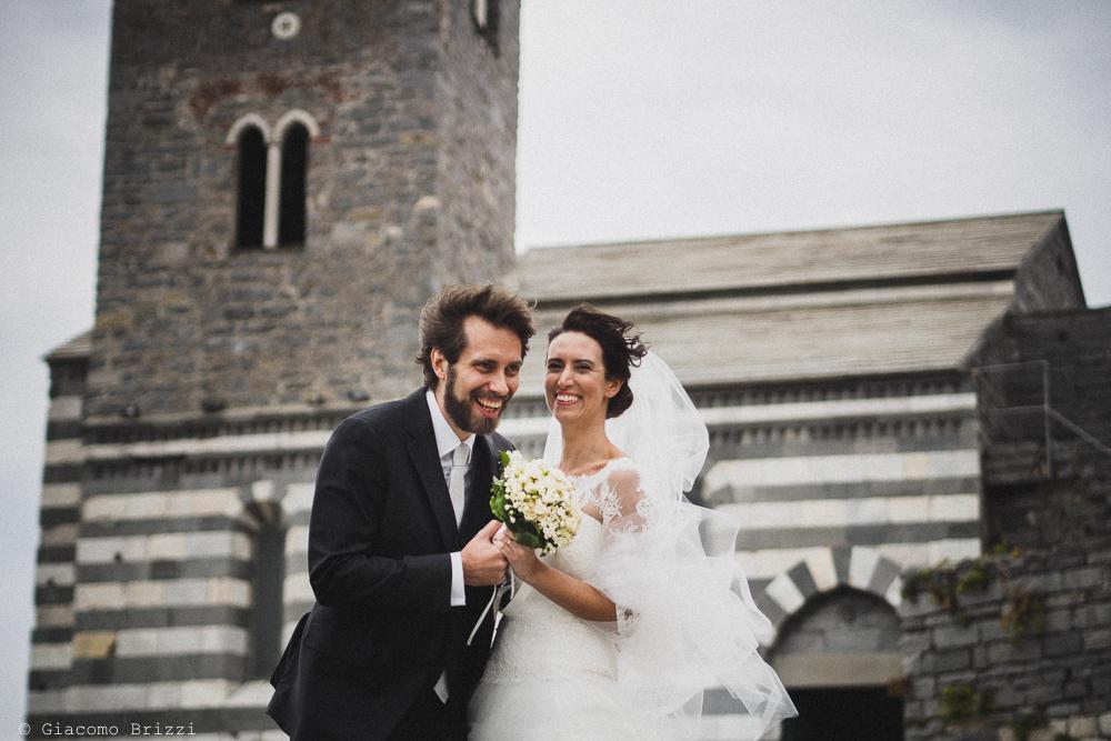 Gli sposi sono sorridenti, fotografo matrimonio ricevimento hotel europa, lerici