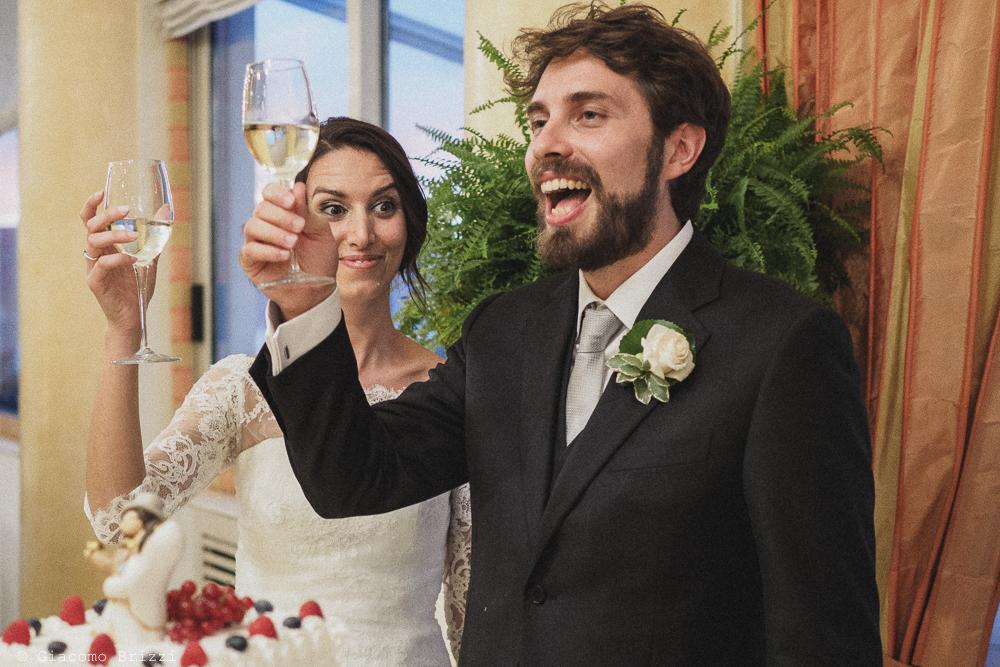 Un brindisi degli sposi, fotografo matrimonio ricevimento hotel europa, lerici