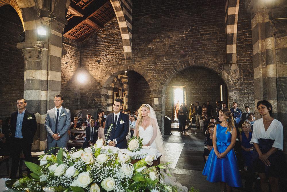 Primo piano sugli sposi durante la cerimonia, fotografo matrimonio ricevimento le terrazze, portovenere