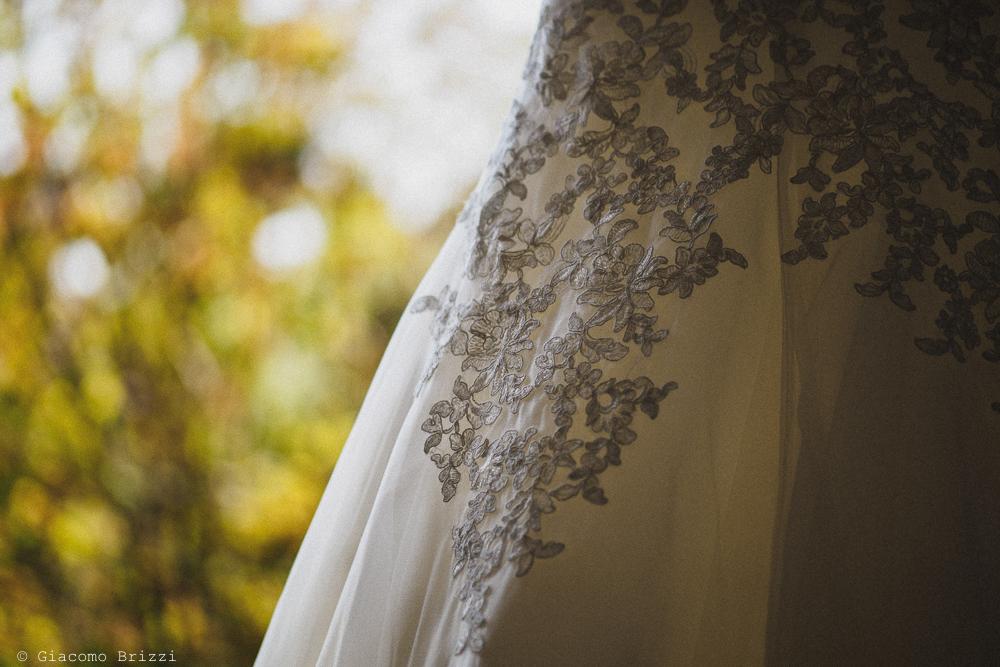 Una foto dedicata all'abito della sposa, fotografo matrimonio ricevimento le terrazze, portovenere