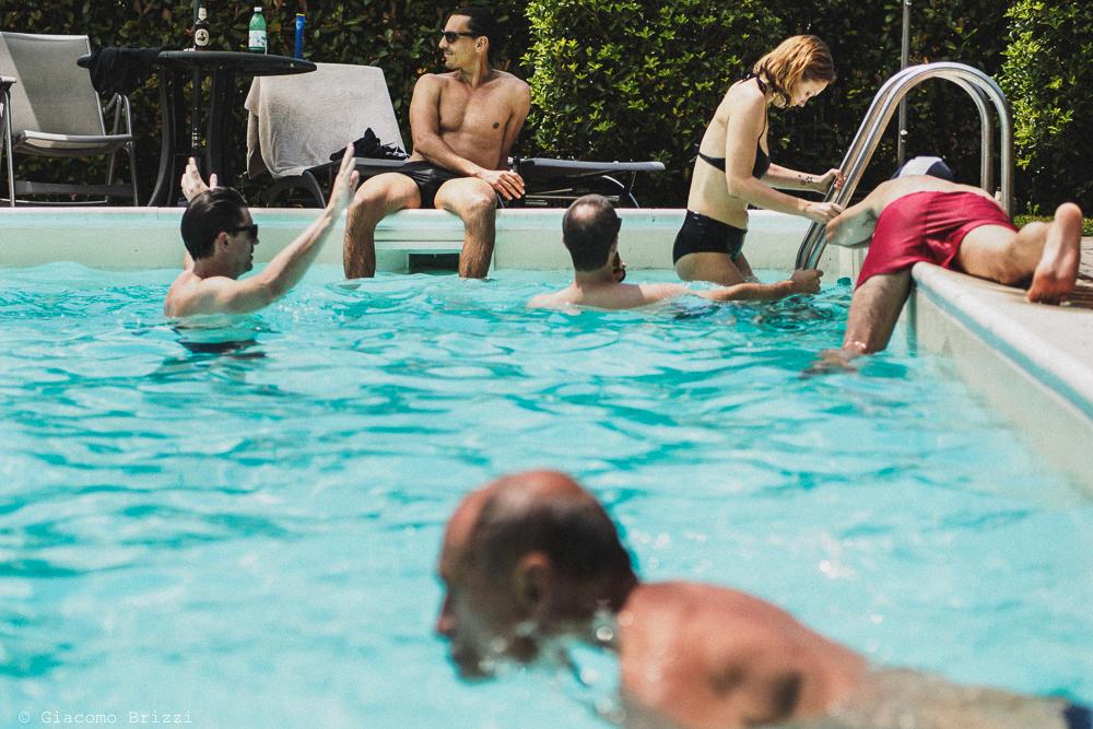 In piscina prima del matrimonio, fotografo matrimonio ricevimento ponte del vegnuti, ceserano