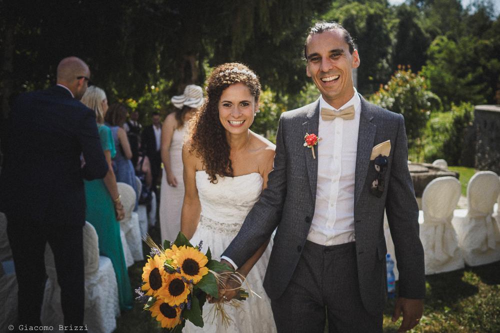 Gli sposi camminano, fotografo matrimonio ricevimento ponte del vegnuti, ceserano