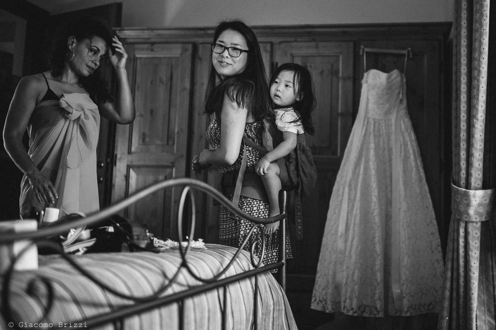 Iniziano i preparativi per la cerimonia, fotografo matrimonio ricevimento ponte del vegnuti, ceserano