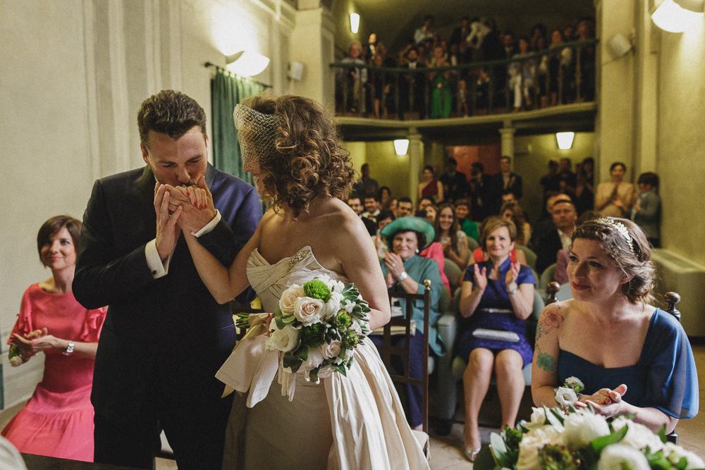 Gli sposi durante la cerimonia matrimonio ricevimento terre di nano