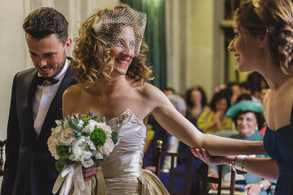 Primo piano della sposa durante la cerimonia matrimonio ricevimento terre di nano