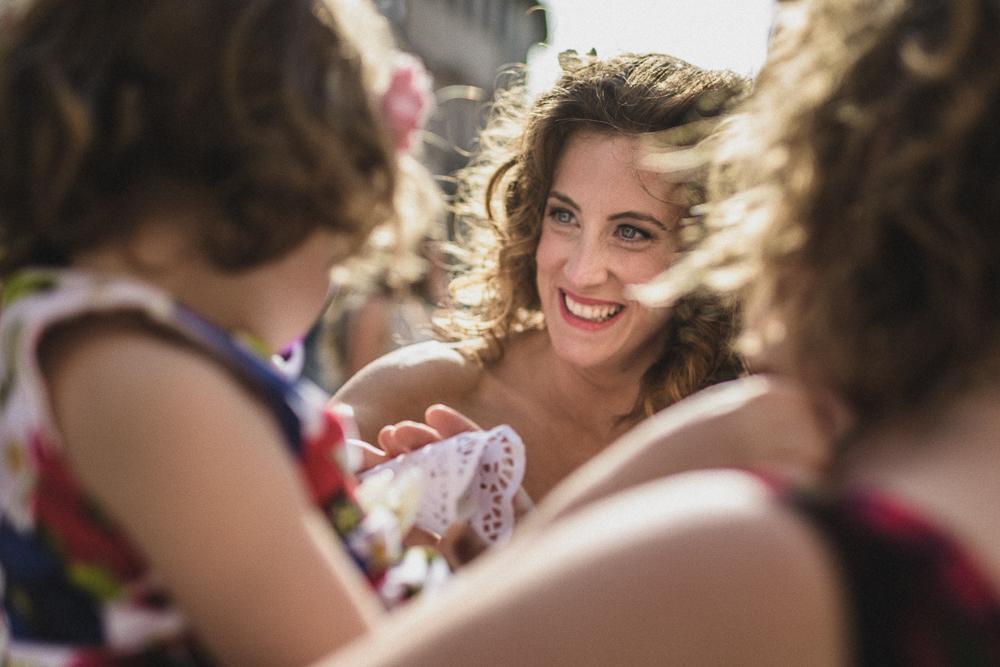 La sposa tra le amiche matrimonio ricevimento terre di nano
