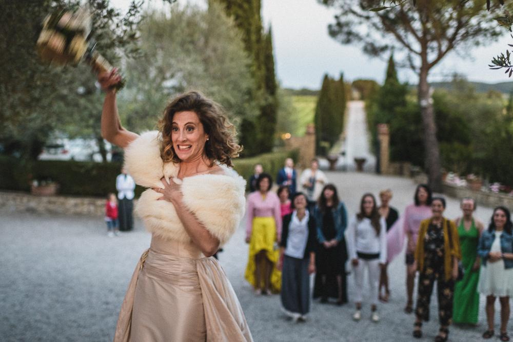Inquadratura sulla sposa al ricevimento matrimonio ricevimento terre di nano