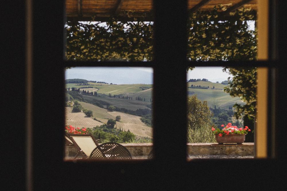Una vista dalla finestra sul panorama matrimonio ricevimento terre di nano