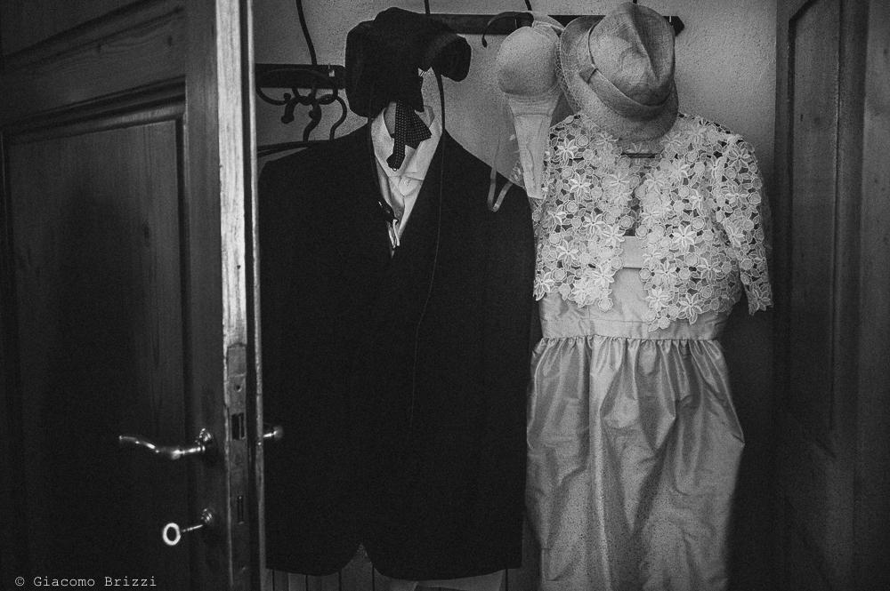 Dettaglio sugli abiti degli sposi, fotografo matrimonio ricevimento villa fanini, Lucca
