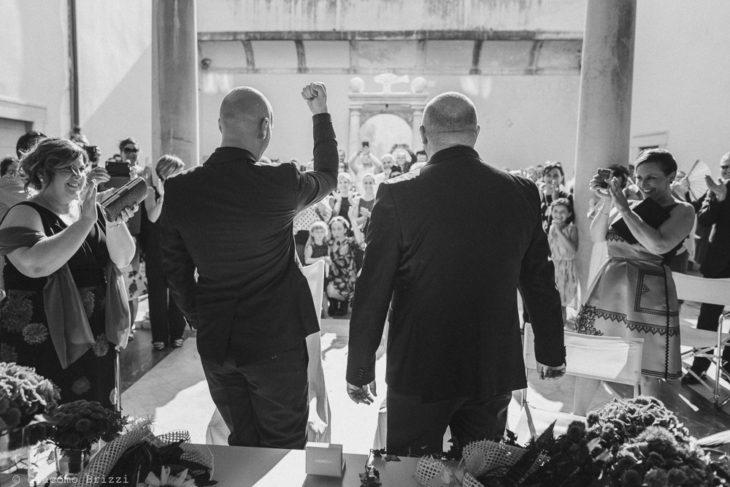 Gli sposi durante la cerimonia matrimonio versilia pietrasanta