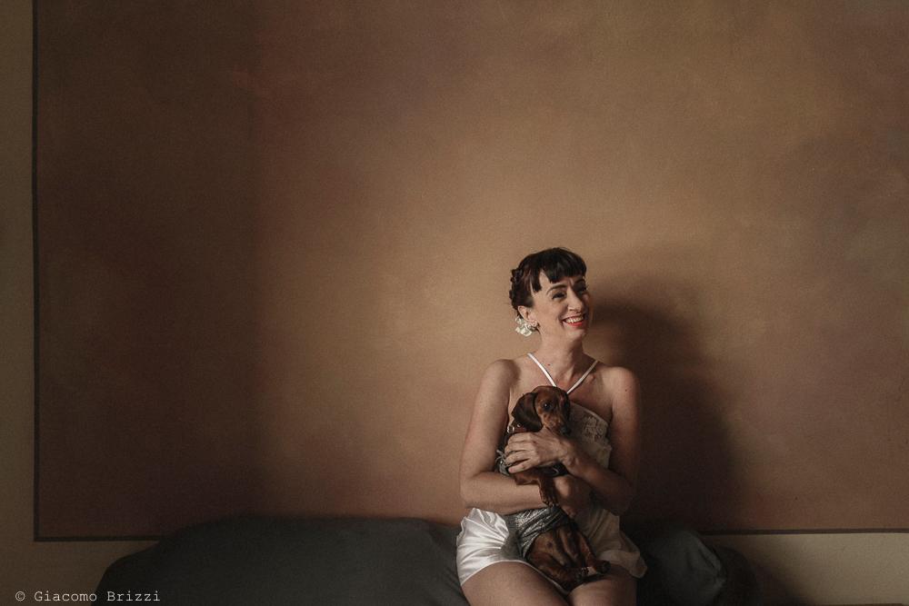 Sposa con cane in braccio, matrimonio Massa Carrara Toscana