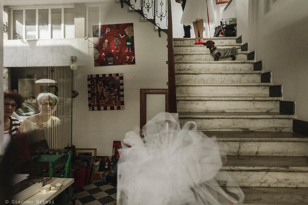 La sposa scende le scale, matrimonio Massa Carrara Toscana