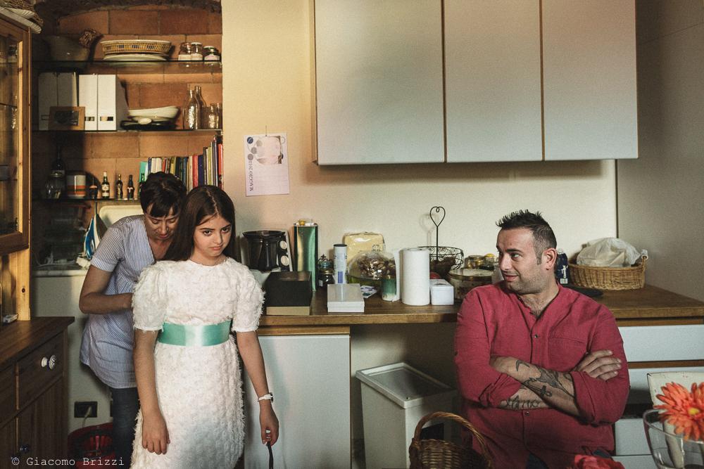Bambina e uomo in cucina matrimonio Massa Carrara Toscana