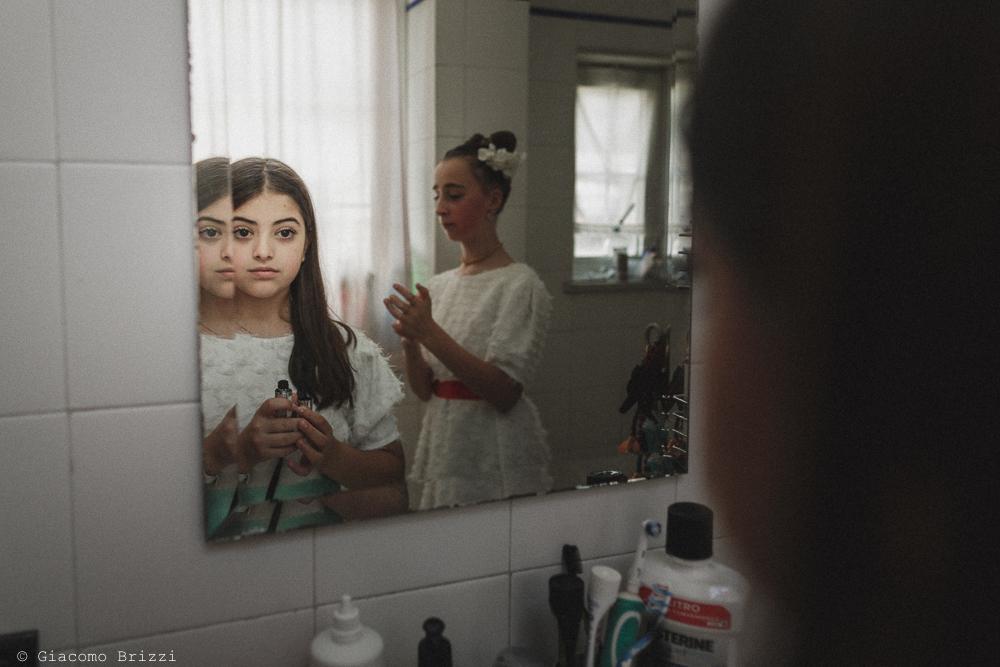 Ragazza riflessa nello specchio, matrimonio Massa Carrara Toscana